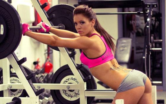 femmes dans la salle de gym
